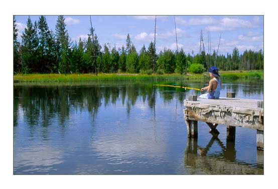 Fly fishing on the Deschutes River nearby Sun River in Central Oregon