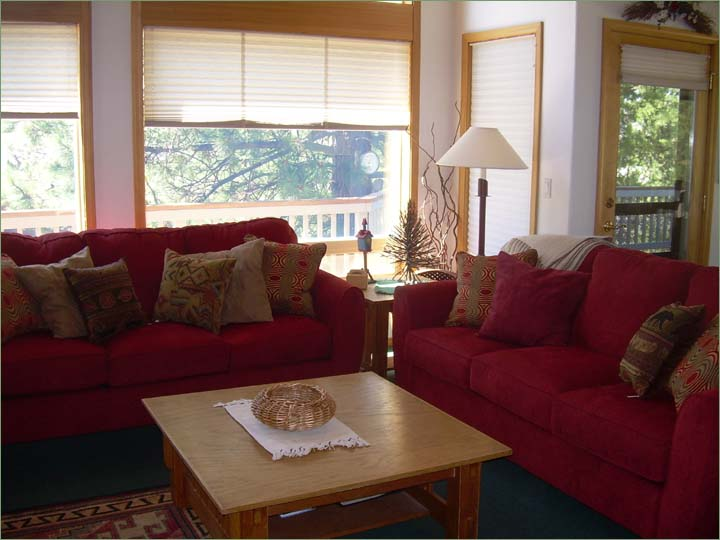 Large Sunriver vacation rentals livingroom.  Wonderful for large ski groups and family get togethers in Central Oregon!