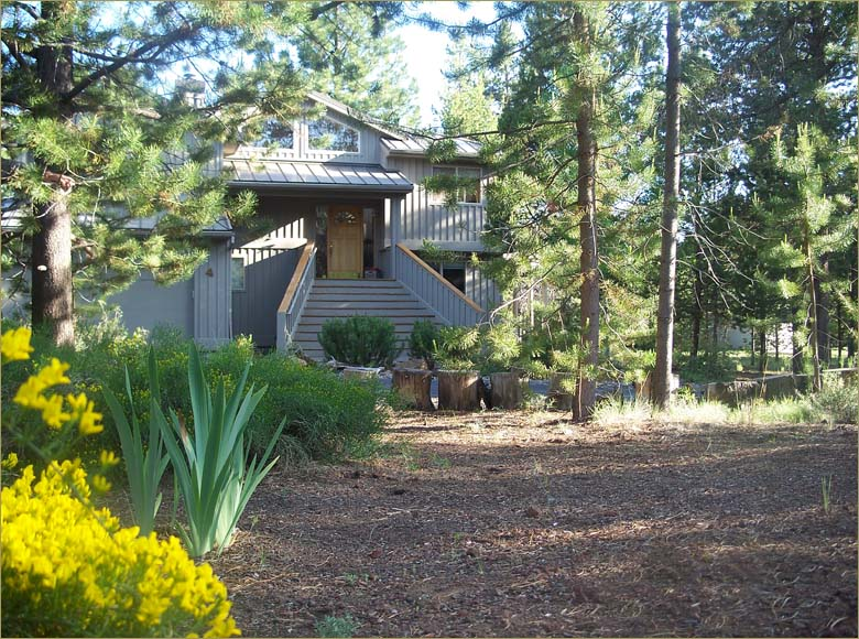 Great for family reunions, Central Oregon 3 Bedroom Sunriver vacation rental home sleeps 10!